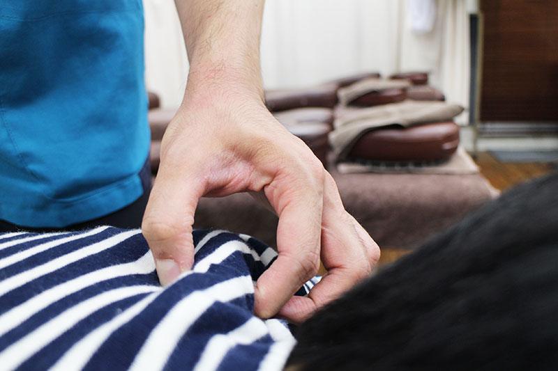 新中野の大木接骨院での首肩への筋膜リリース