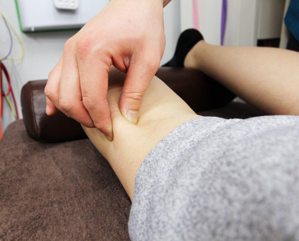 膝関節の痛みに行う筋膜リリース