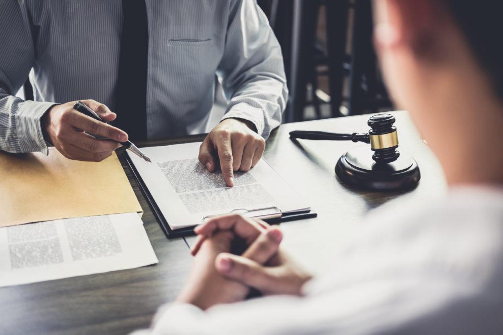 交通事故で困ったら提携弁護士を紹介