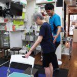 新中野の大木接骨院で運動療法を行う木村