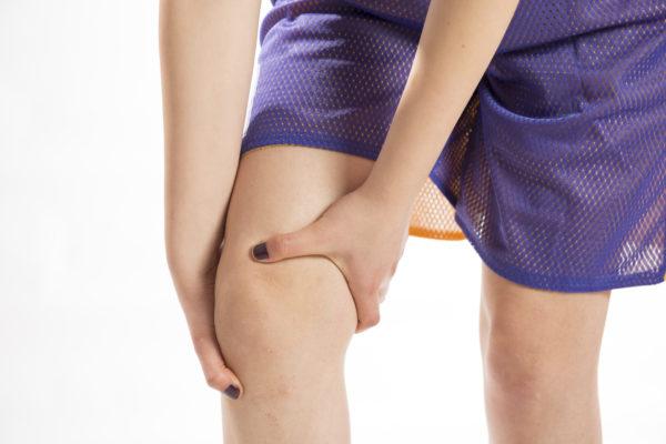 スポーツで起こる膝の痛みとは?
