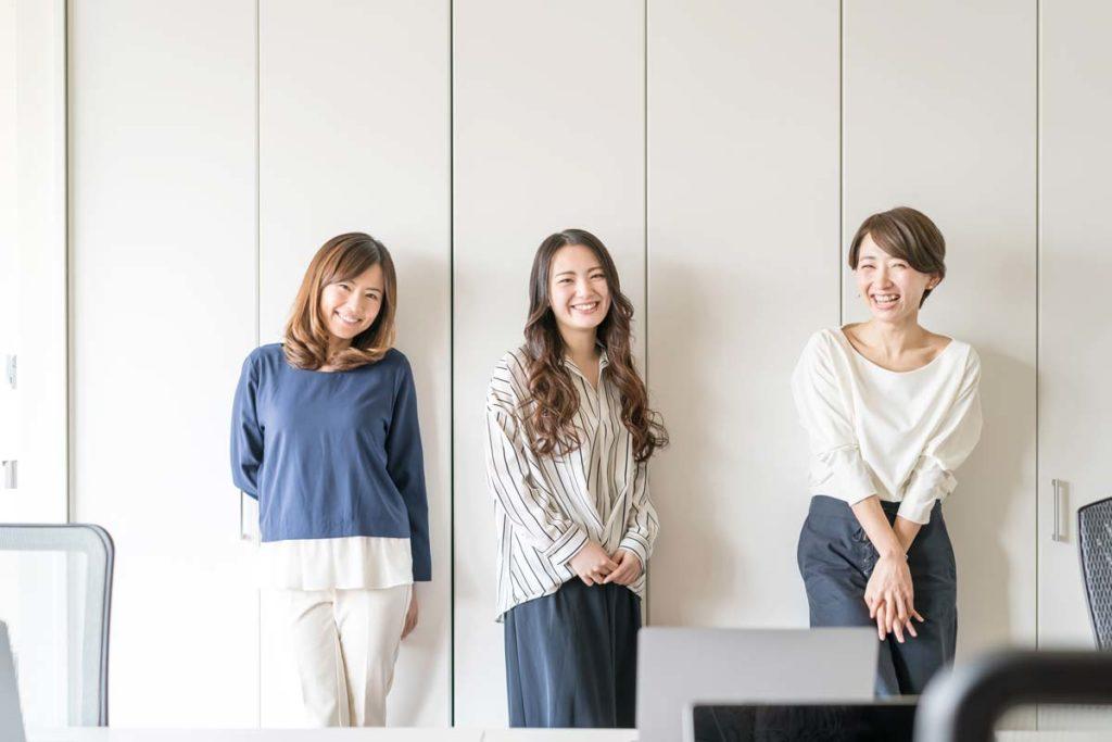 生き生きとした3人の女性は腰痛などの痛みなく、美しく生きている